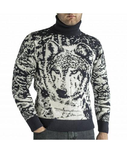 Теплый свитер с волком